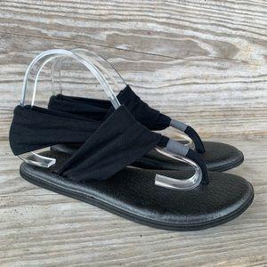 Sanuk sandals black size 8